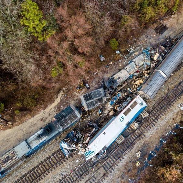 美国南卡罗来纳州火车相撞 多人死伤